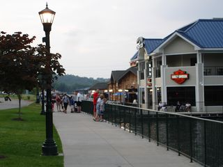 Branson hotel photo - Have Dinner At One of the Floating Restaurants!