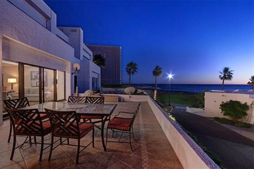 Beautifully Appointed 2 Bedroom Villa, Huge Ocean View Patio, 24/7 Security!
