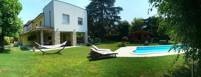 Elegant and modern villa of head 50 m from the lake, garden, swimming pool, lake view