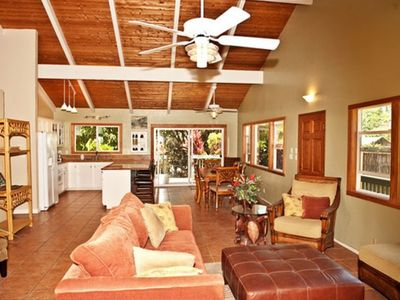 Kihei house rental - Living Room and Kitchen