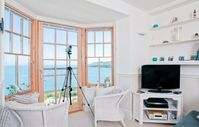 Expansive sea and lighthouse views; 2 min to beach; pool and tennis court; dvd skyTV