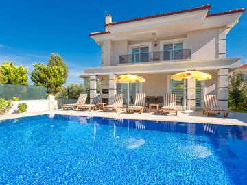 Villa Ozcelik: Large Private Pool, A/C, WiFi, Car Not Required, Eco-Friendly