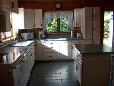 Cheboygan cottage rental - Kitchen with island