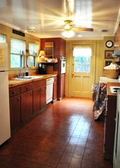 New Braunfels estate photo - Main House-Fully Furnished Kitchen