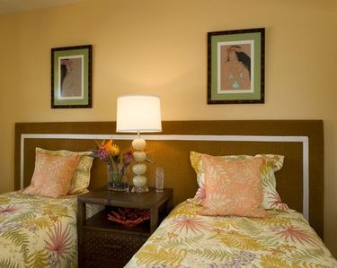 The upstairs guest twin bedroom can convert to a king.