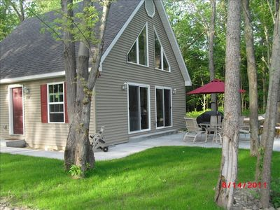 Secluded Lake Michigan cottage steps to beach; minutes to town