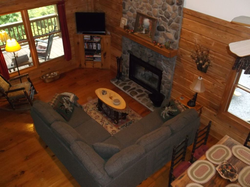 Knotty knoll log cabin secluded view wifi h vrbo Log cabin 2 bedroom