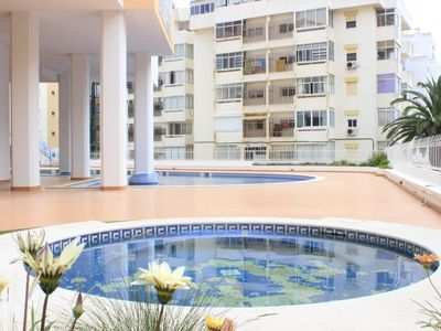 2 bedroom apartment w / pool and garage, 350 meters from the beach.