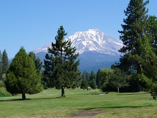 McCloud chateau / country house photo - McCloud Golf Course - 5 Minutes Away!
