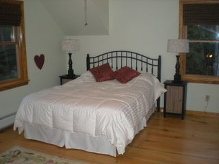 Londonderry house photo - Bedroom with queen bed.