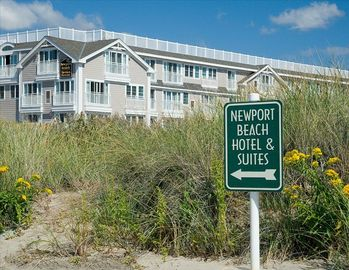 Newport hotel rental - Beach Sign