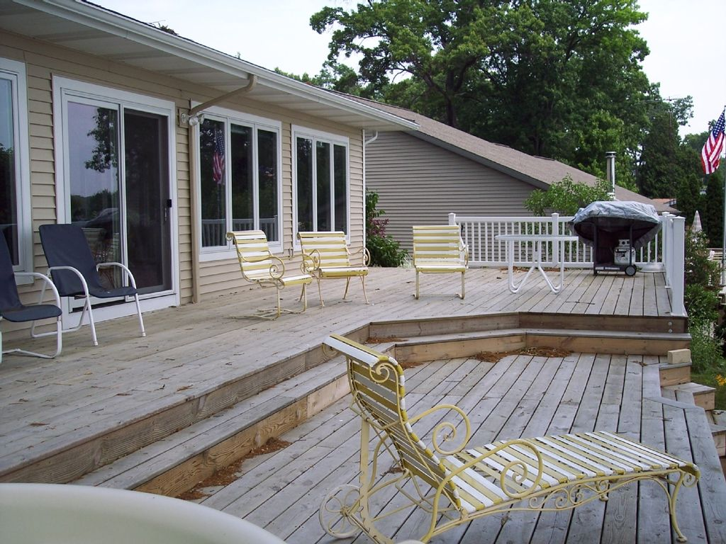 Lakefront deck w hot tub for Muskegon cabin rentals