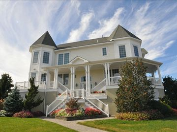 Cape May villa rental - Beautiful home with sweeping staircase leading to wrap around deck
