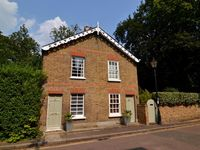 Charming Victorian Cottage in a Great Location in Richmond upon Thames