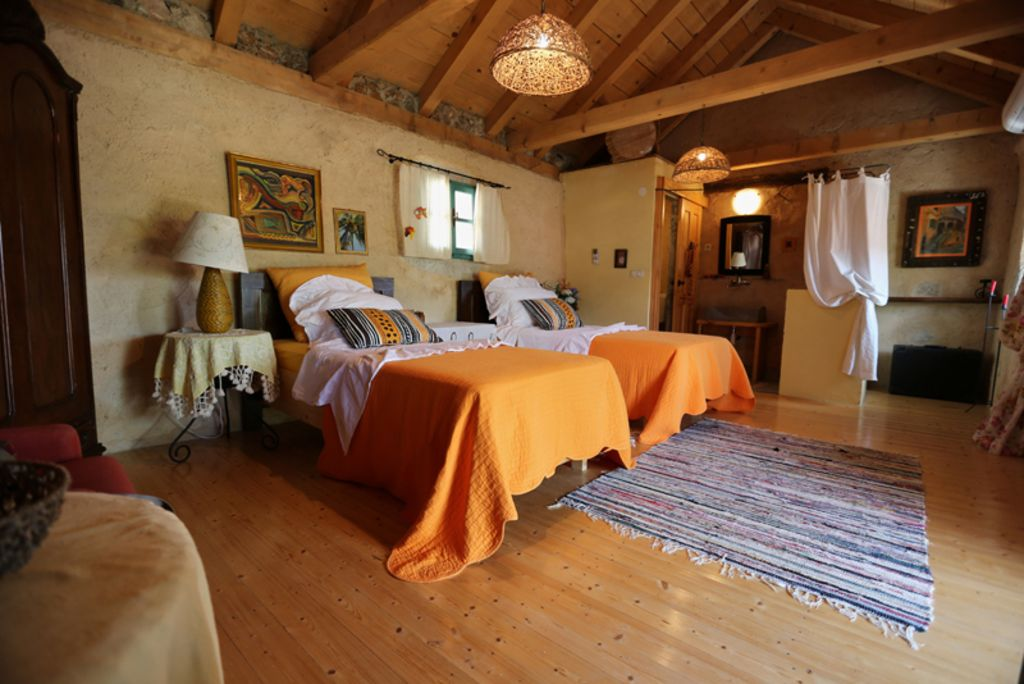 Accommodation, max 16 persons, close to the sea