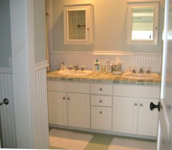 Walloon Lake cottage rental - Downstairs Master Bath