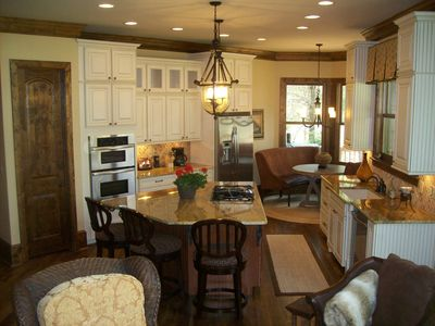 The gourmet in your family will enjoy this well equipped kitchen