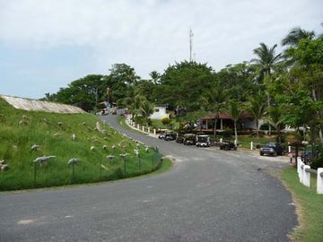 Contadora Panama - the road that runs between the airport and the hotel
