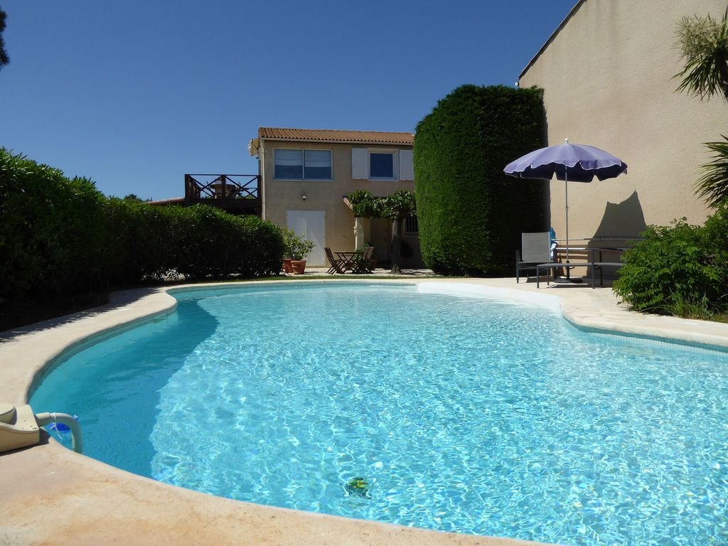Fr1027 marseillan self catering apartment with golf for Beau jardin apartments reviews