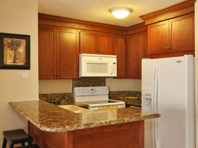 Granite countertops, wood cabinets, fully equiped kitchen