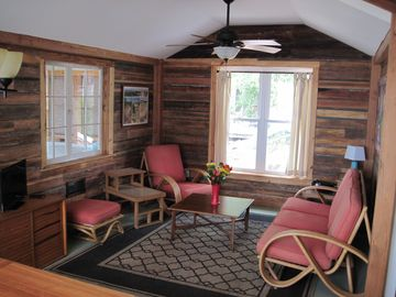 La Porte cottage rental - Living room.