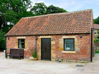 SOMERSET COTTAGE, pet friendly in Great Ayton, Ref 917836