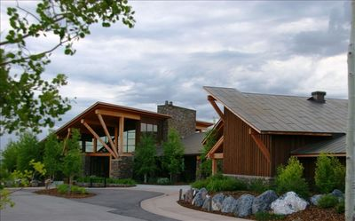 Pete Dye/Golf Clubhouse with The Hearth Restaurant & Bar at Promontory