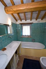 Penna in Teverina villa photo - All bathrooms are tiled in bright colors