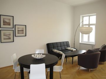 Innere Stadt apartment rental - Spacious Living room with dinning area
