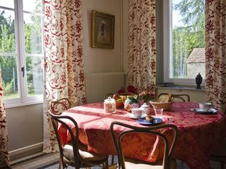 Rambouillet cottage photo - View of dining room table