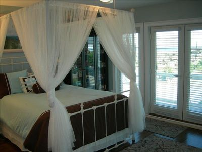 Guest Bedroom with Queen Bed, Balcony and Atlantic Ocean View
