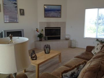 Oceano house rental - Spacious and comfortable living room with gas fireplace