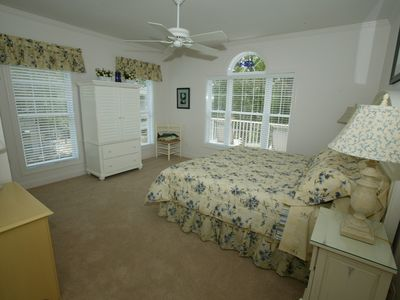 King master bedroom with ensuite bathroom