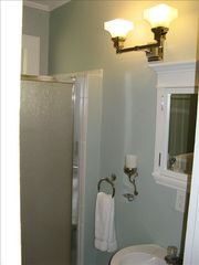 Tampa cottage photo - Shower and bath