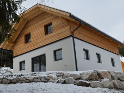 Beautiful new chalet next to the slope with its own sauna in the house.