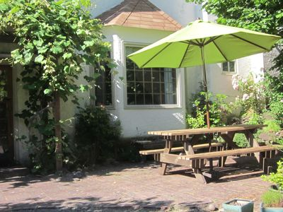 Spacious Garden Suite With Private Entrance Near U Of O And Hendricks Park