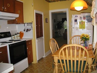 Fully equipted kitchen with table for four.