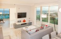 OCEAN VIEWS, NEWLY FURNISHED, PARKING, SPA & POOL