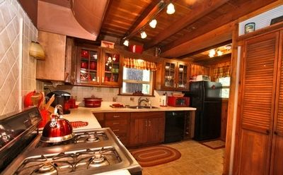 Large Full Kitchen with plenty of room to make Big Family Meals