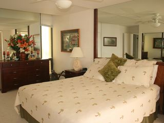 Princeville condo photo - A king size bed in the spacious master bedroom with nice art and furnishings