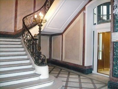 The entrance hall with the marble stairs and the elevator for the 5th floor.