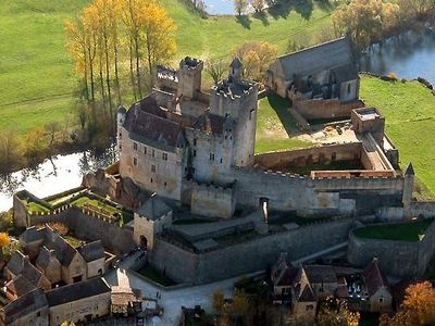Get a birds-eye view of Beynac from a Hot Air Ballon