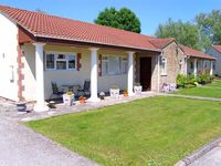 BRAMLEYS, pet friendly, country holiday cottage in Burtle, Ref 9852