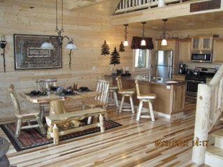 Munising cottage photo - Kitchen and dining area.