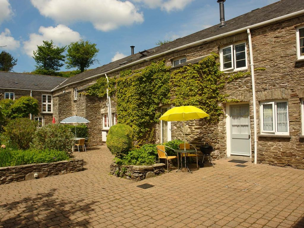 Little Bowden Cottage Located In The Beautiful Courtyard