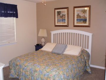 Quest Bedroom - Queen Bed