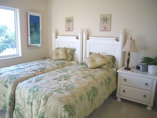 Cape Coral house photo - Cheerful Twin bedroom overlooking canal, tv