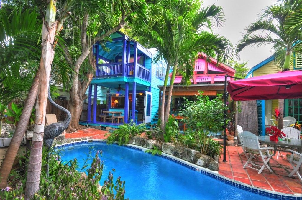 Relax be local 3br colorful kw oasis homeaway for Bath house key west