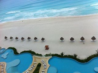 Cancun condo photo - Pools and Beach ( 2011 )