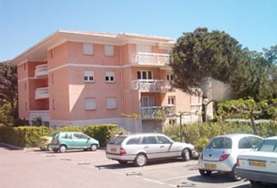 Spacious 3 bed apartment, sleeps 8, with pool and airconditioning
